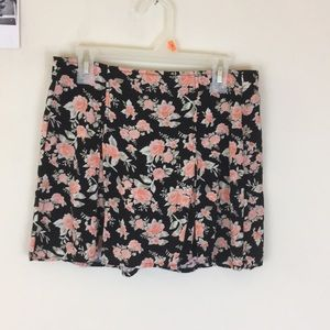 Fun floral mini skirt!